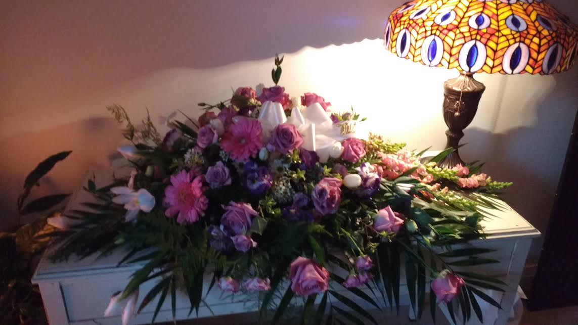 flowers-by-ann-personally-yours-casket-spray-300
